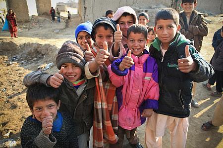 children doing thumbs up hand gesture