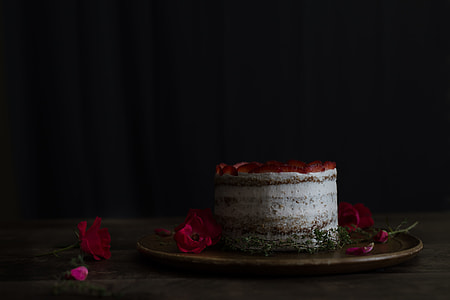 Strawberry-Thyme Cake