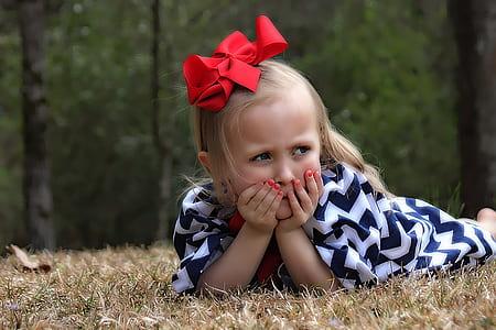 girl wearing black and white chevron dress