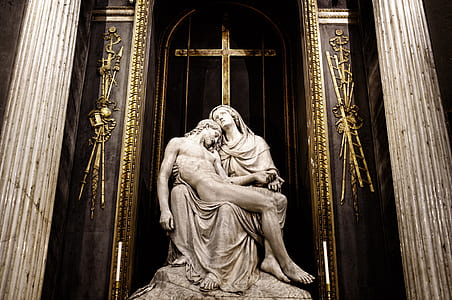 Pieta statue by Michael Angelo