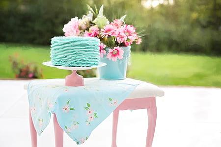 teal fondant cake on pink cake tray