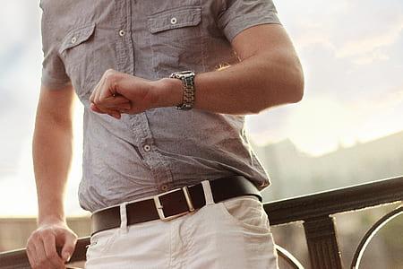 man wearing gray button-up shirt