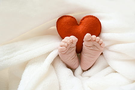 baby feet with bedsheet