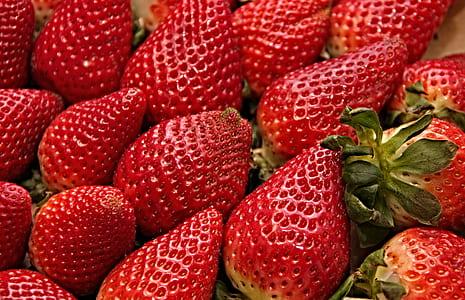 focused photo of strawberry