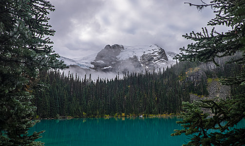 Hiking Joffre Lakes in British Columbia