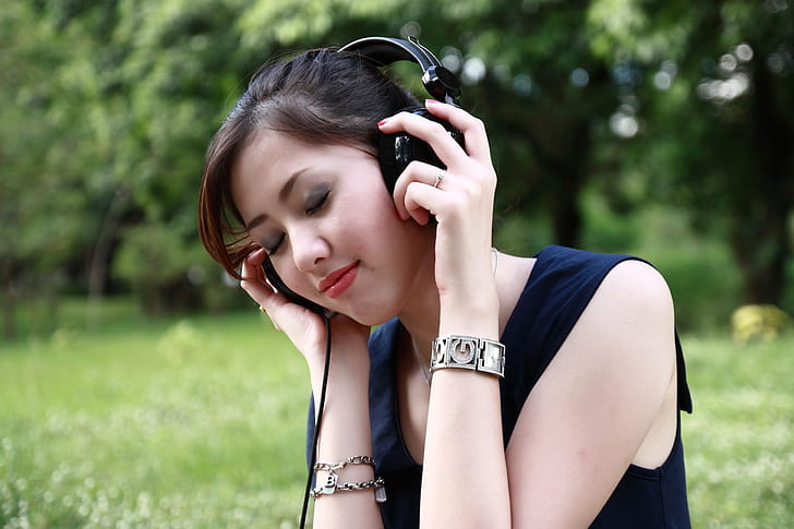 The one sales skill you must master as a leader | CIO |Woman Listening To Music