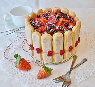 blackberry and strawberry cake