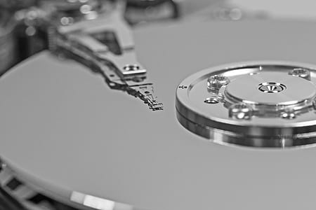 close-up photography of hard drive disc