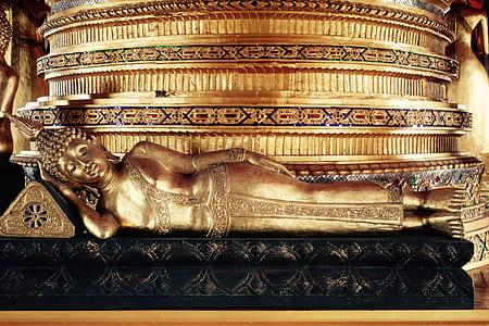 buddha lying on bed statue