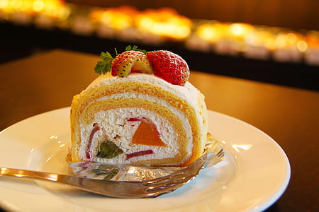 strawberry topped cake