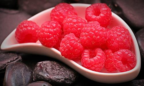 raspberry in white bowl