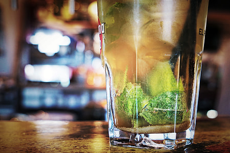 Closeup shot of amojito cocktail drink