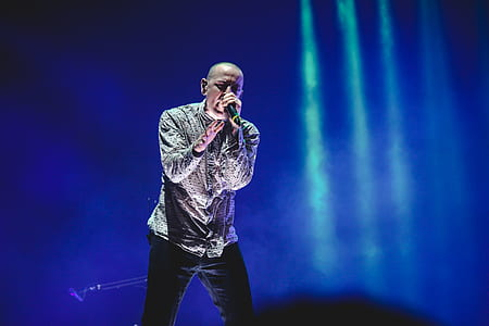 Chester Linkin Park Bennington Singing on Stage