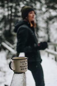focal focus photography of mug