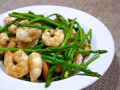 fried asparagus and shrimps