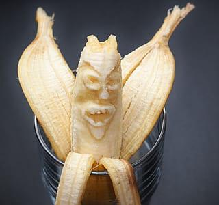 banana sculpture of face