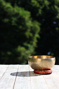 depth of field photograph of brass-color bowl