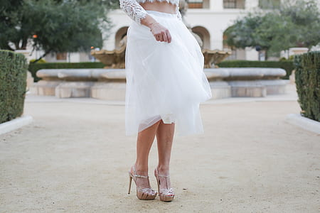 women's white lace skirt