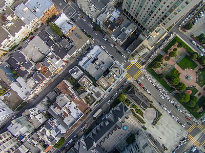 bird's eye view of city building during daytime