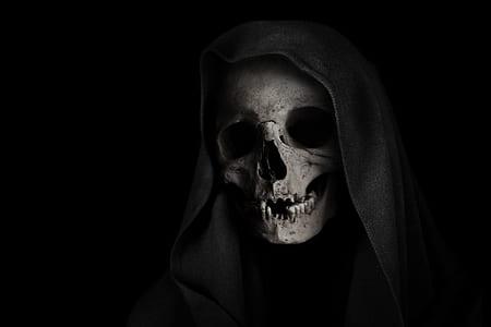 human skull with black robe digital wallpaper