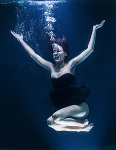woman on underwater