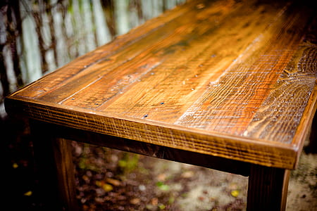 macro photography of brown wooden bench