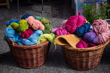 photo of spool of yarns on two baskets