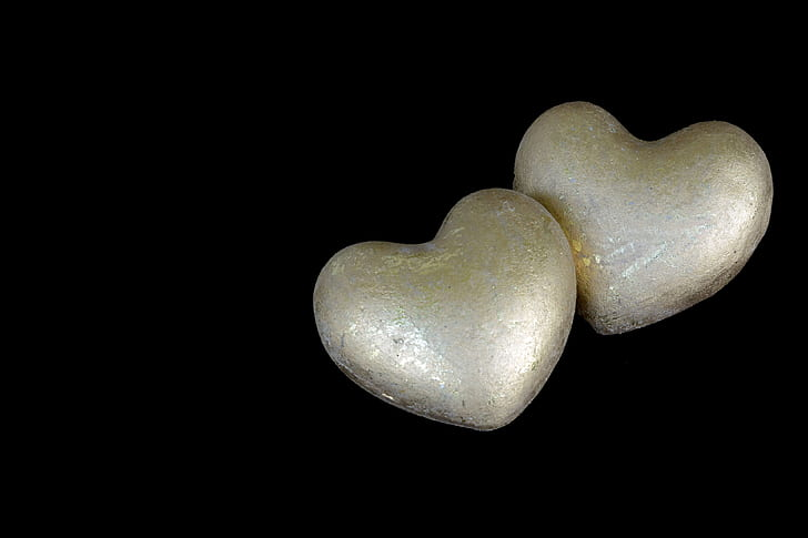 heart-shaped white figurines