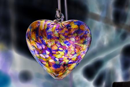 macro photography of hear pendant