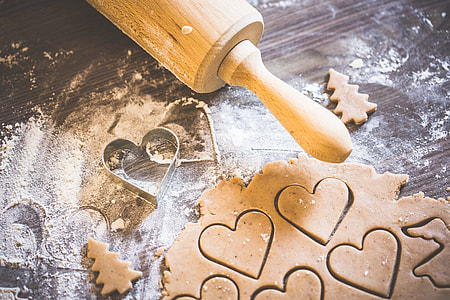 Preparing Christmas Sweets: Lovely Hearts