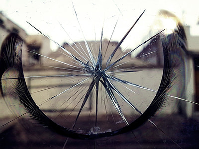 shallow focus photography of cracked glass