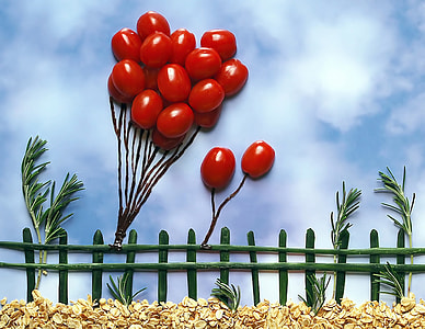 red balloons embossed wall decor