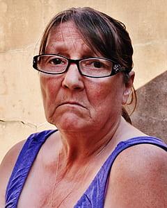 woman wearing purple tank top