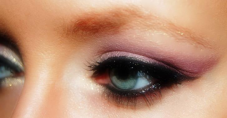 woman's green eyes