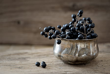 blackberries in gray bowl