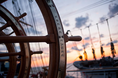 brown and gray ships wheel