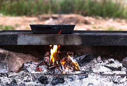 crying pan onburning wood