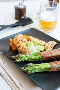Chicken steak with vegetables and beer