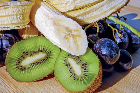 banana, kiwi lemon, and grapes
