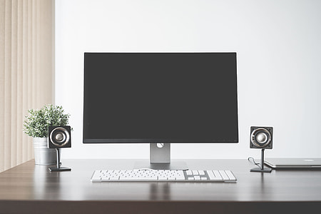 Minimalistic and Clean Home Office Cumputer Setup