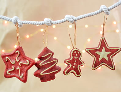 closeup photo of red Christmas-themed bunting