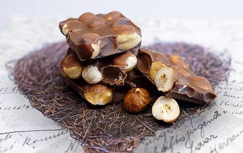 chocolate with nut bars