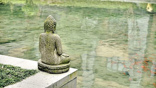 gray Buddah statue