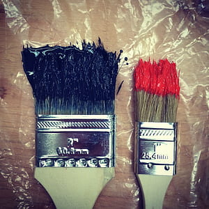 photo of two paint brushes