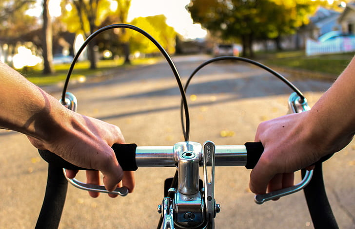 Persona montando en bicicleta