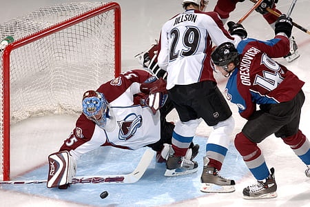 Colorado Avalanche players playing