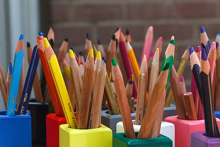 shadow depth photography of colored pencils