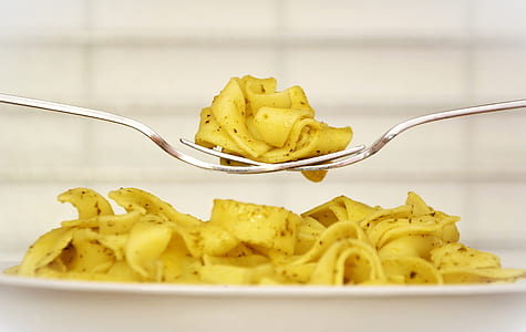 closed up photography of pasta on fork