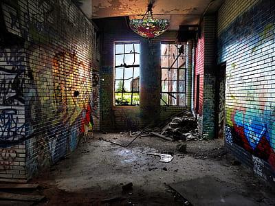 wall grafitti during daytime