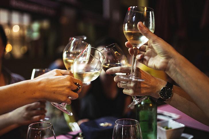 Výsledok vyhľadávania obrázkov pre dopyt drink with friends